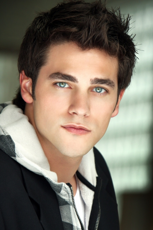 "In a candid conference call with NiceGirlsTV, Brant Daugherty shared his insight on his morally conflicted character Noel Kahn on ""Pretty Little Liars."