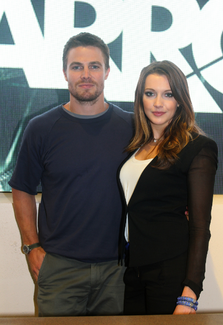 Stephen Amell and Katie Cassidy (© 2012 Warner Bros. Entertainment, Inc. All Rights Reserved.)