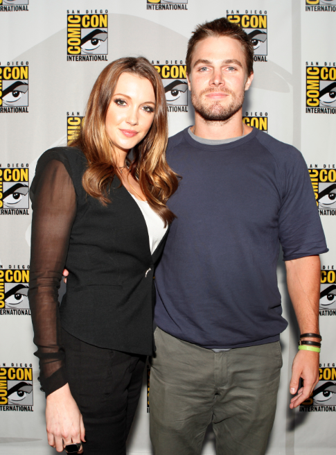 Katie Cassidy and Stephen Amell (© 2012 Warner Bros. Entertainment, Inc. All Rights Reserved.)