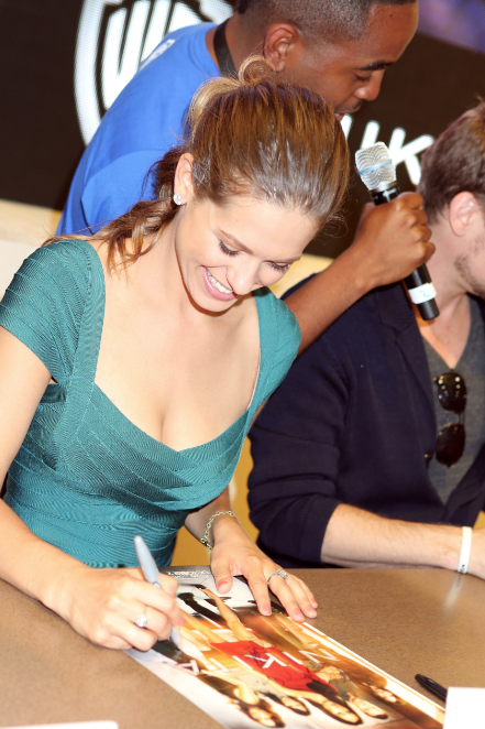 Lyndsy Fonseca (© 2012 Warner Bros. Entertainment, Inc. All Rights Reserved.)