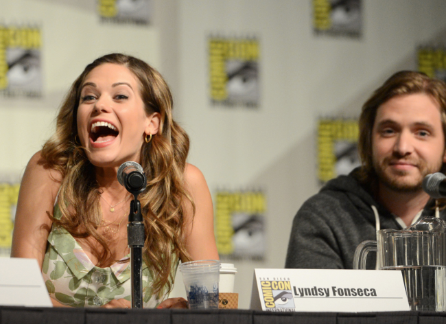 Lyndsy Fonseca and Aaron Stanford © 2012 Warner Bros. Entertainment, Inc. All Rights Reserved.)