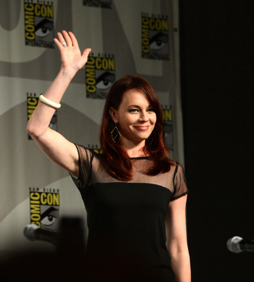 Melinda Clarke (© 2012 Warner Bros. Entertainment, Inc. All Rights Reserved.)