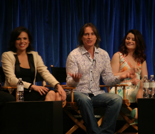Lana Parrilla, Robert Carlyle, Emilie de Ravin  (photo credit: Jennifer Schadel)