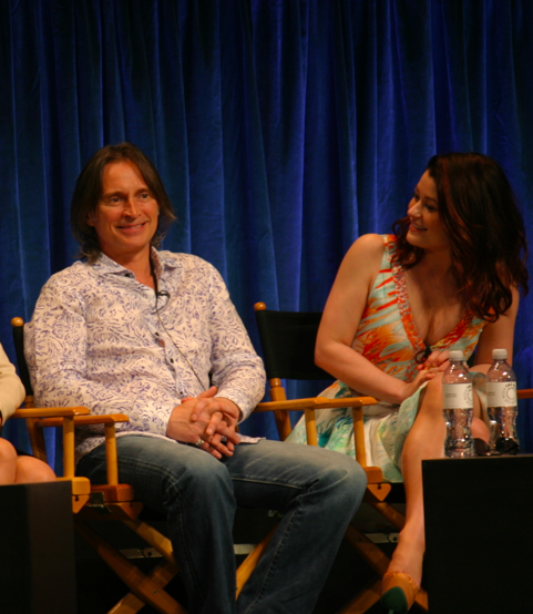 Robert Carlyle and Emilie de Ravin (photo credit: Jennifer Schadel)