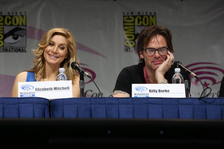 Elizabeth Mitchell and Billy Burke (©2013 Warner Bros. Entertainment, Inc. All Rights Reserved.)