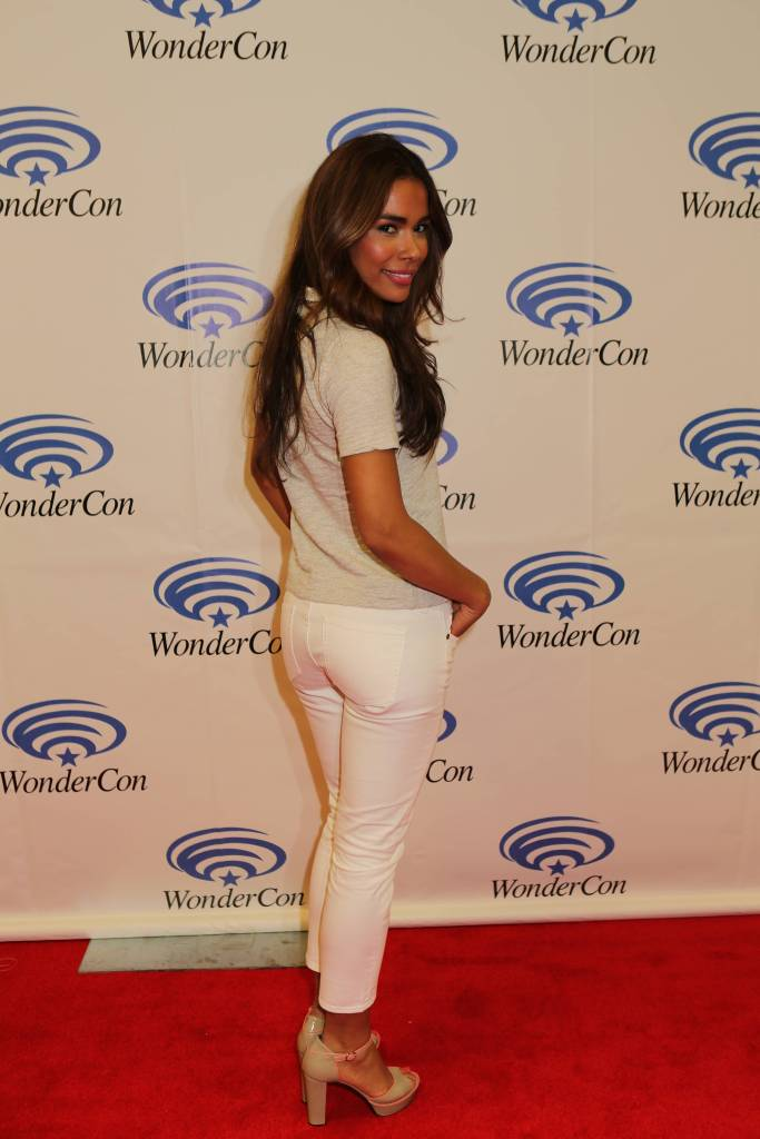 Daniella Alonso (©2013 Warner Bros. Entertainment, Inc. All Rights Reserved.)