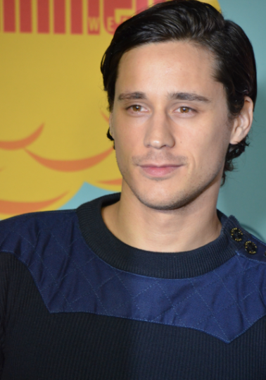 Peter Gadiot (photo credit: Genevieve Collins)