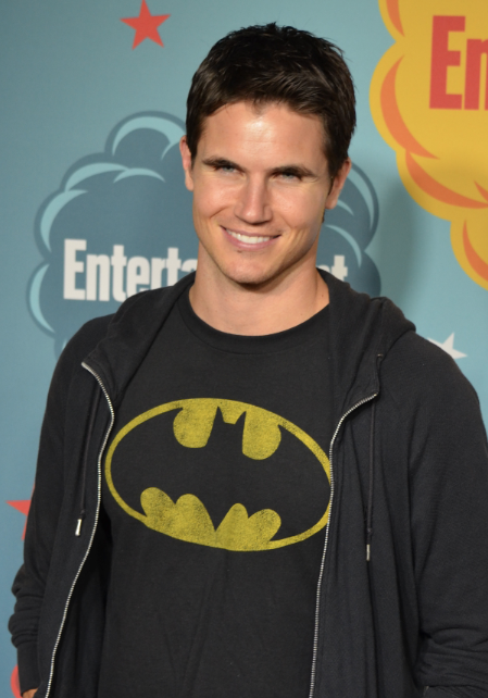 Robbie Amell (photo credit: Genevieve Collins)