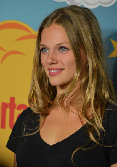 Tracy Spiridakos (photo credit: Genevieve Collins)