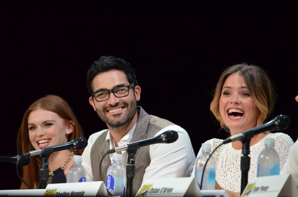 Tyler Hoechlin and Shelley Hennig (photo credit: Genevieve Collins)
